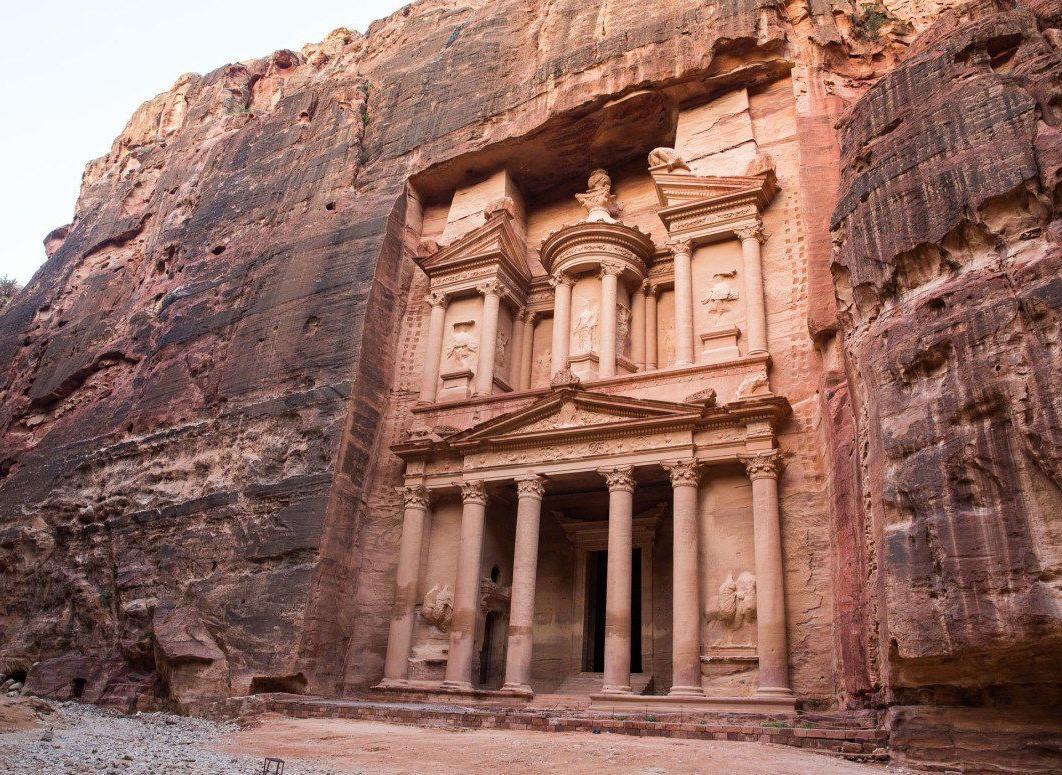 Wadi Rum elaborate sculpture in the desert cliffs