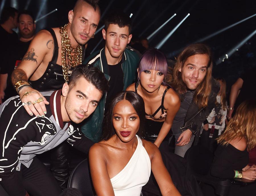 DNCE and Naomi Campbell at MTV music awards