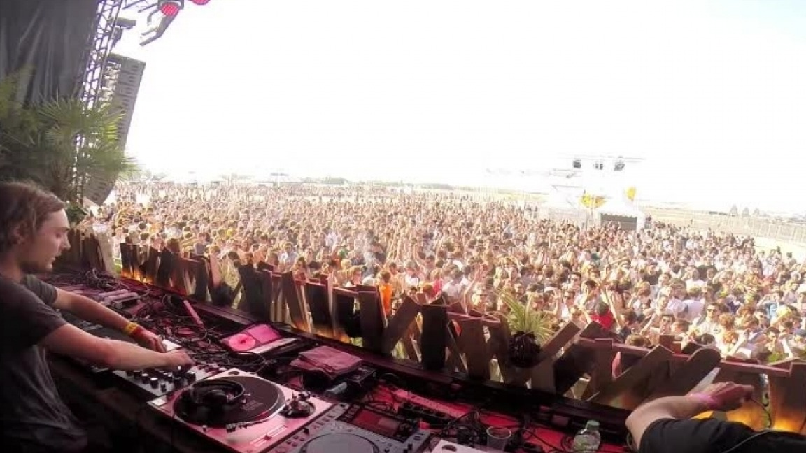dj and crowd at weather festival