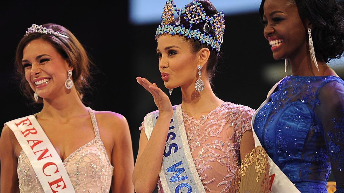 Miss World blows kiss
