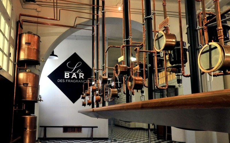 Perfect your own perfume - Molinard Le Bar