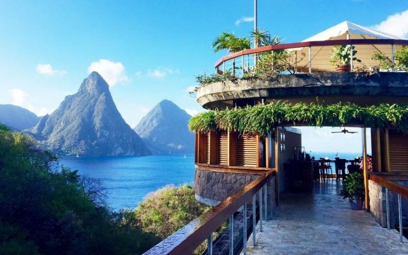 Bar area at Jade Mountain St. Lucia