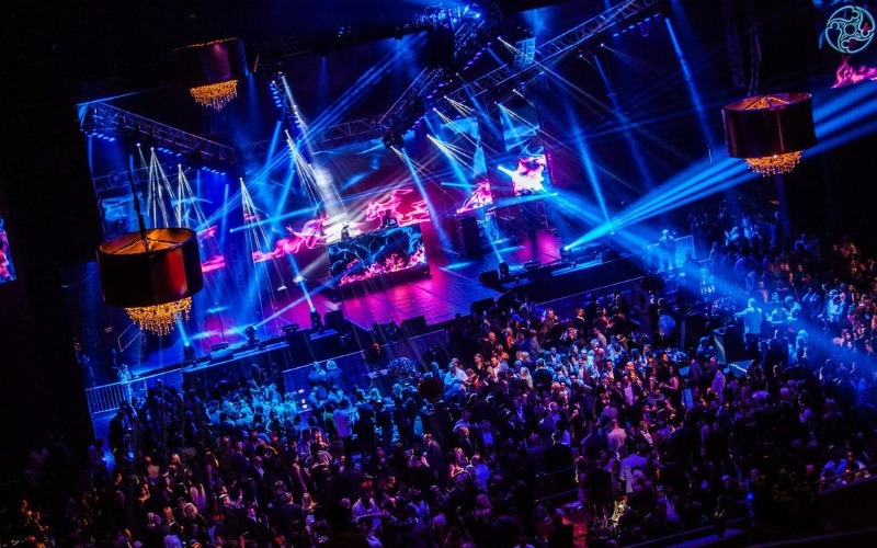 partygoers dancing at Maxim Super Bowl Party