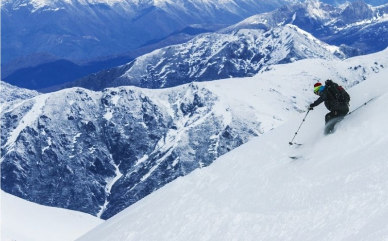 Skiier on the andes slopes for the andes volcano ski tour