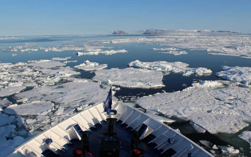 Sailing on the Arctic Archipelagos