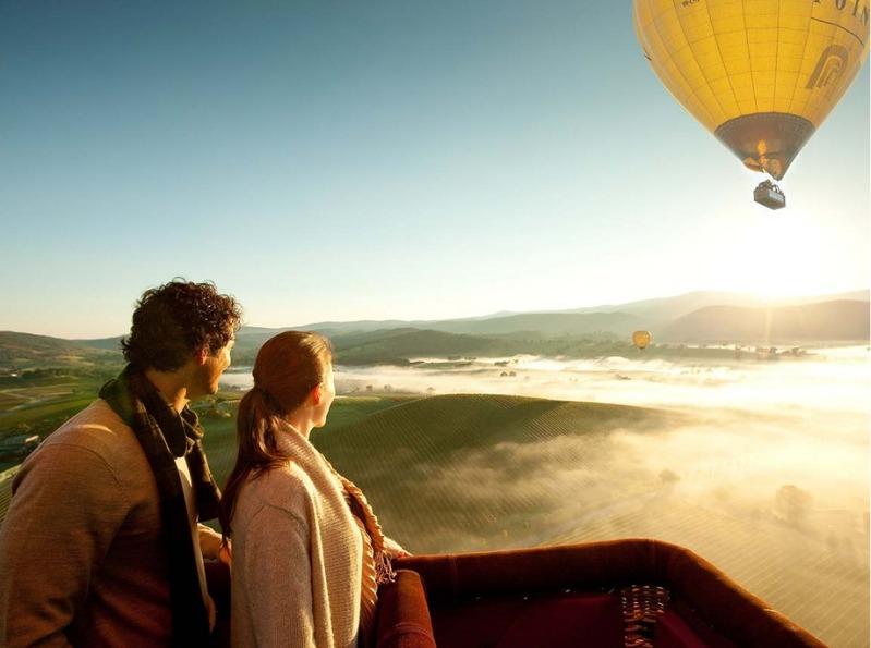 Couple on Yarra Valley hot air balloon ride