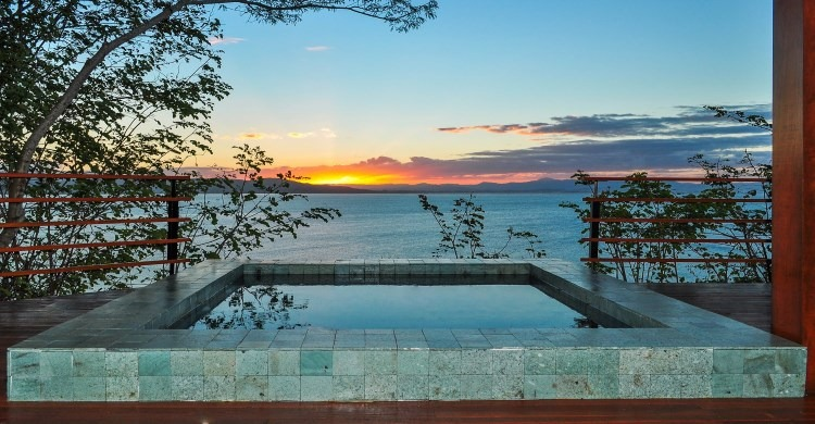 Tranquil outdoor bath tub luxury at Ponta dos Ganchos Exclusive Resort