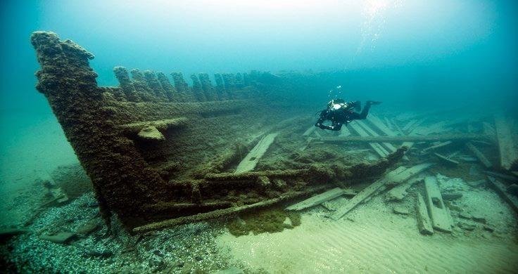 Diver at shipwreck RMS Titanic