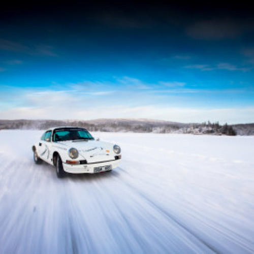 Porsche Rally driving on Ice