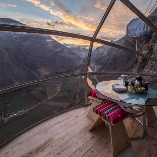 sunset and evening meal overlooking the valley from the skylodge adventure suites