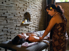 Man getting massage from woman on a Signature Detox Retreat in Bali