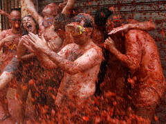 la tomatina festival spain bunyol tomato fight