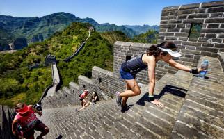 marathon runner climbing stairs of Great Wall of China marathon