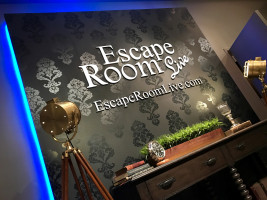 Escape Rooms Live entrance with film lighting and table