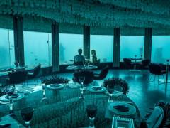 Couple having dinner in Niyama Underwater Restaurant